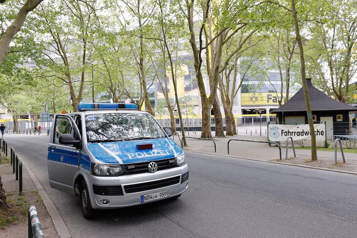 🐝 Бундеслига вернулась, там карнавал: устроили фэйл года, две «Боруссии» зажгли (тащат Холанд и Тюрам), «Лейпциг» вылетел из тройки