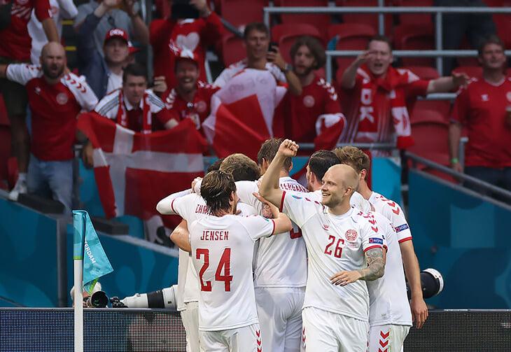 Продолжаем восхищаться Данией: игроки пожертвовали часть бонусов на массовый футбол, тренер сделал героем запасного защитника