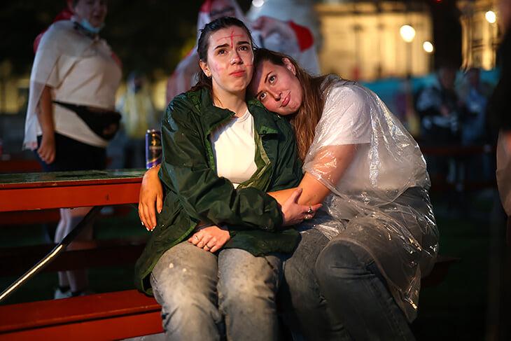 Трагедия Англии в лицах: слезы, слезы, боль и еще слезы