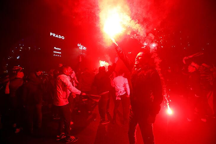 Фанаты «Марселя» обезумели на 120-летие: разнесли автобус «Лиона» и побили рекорд посещаемости
