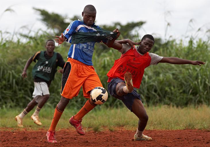 Что у африканских сборных с тактикой? Игроков по-прежнему кидают с призовыми? Инфраструктура хоть чуть-чуть улучшается?