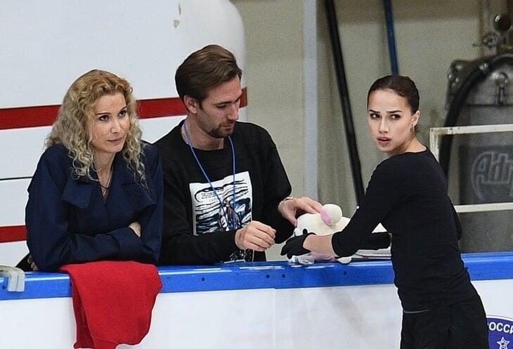 У Алины Загитовой проблемы с тренерами? Два видео и одна переписка, которые на это намекают