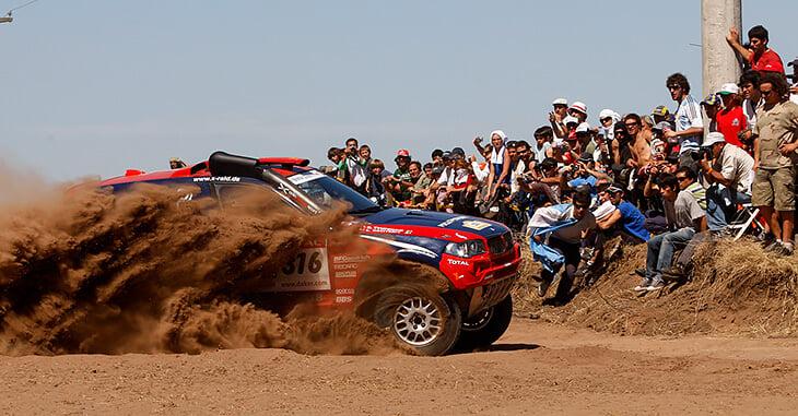 «Дакар» – безумное приключение: здесь воровали машину лидера, гонялись через минные поля и застревали на песке во время прибоя
