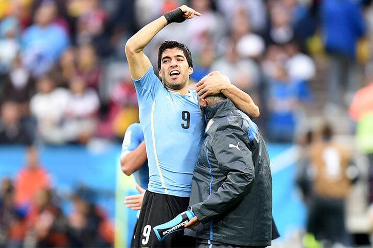 «Он наш проводник, учитель, пример». Оскар Табарес возродил уругвайский футбол и утвердил в сборной культ образования