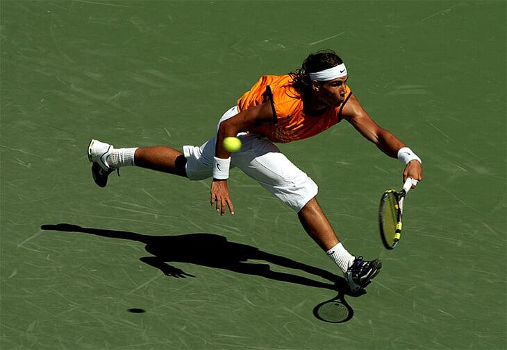 Великий финал Майами-2005. Федерер уступал 0:2 и не знал, что делать с Надалем (даже сломал ракетку), но Рафе не хватило сил