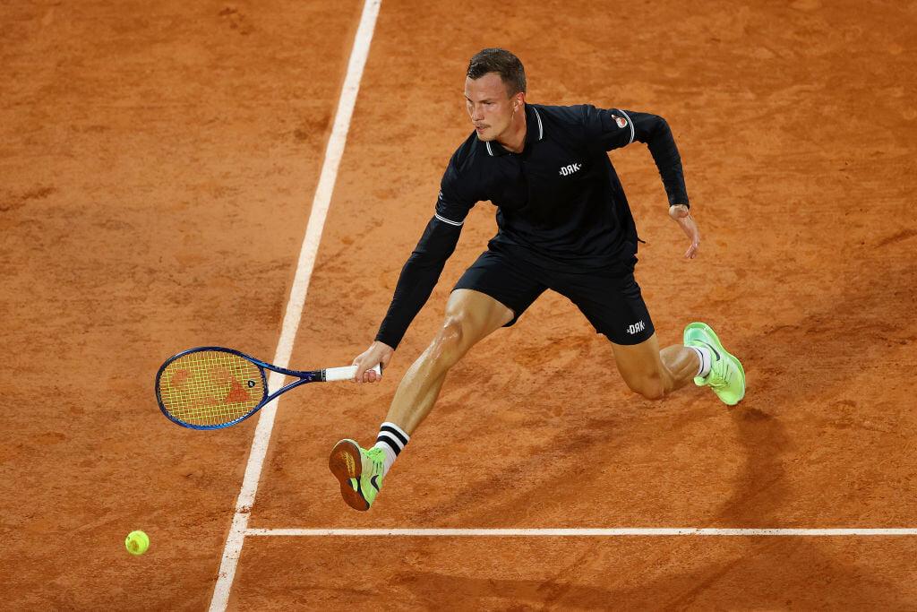 Медведев + «Ролан Гаррос» = печаль. Вылетел в первом круге и жаловался, что не знает, как играть