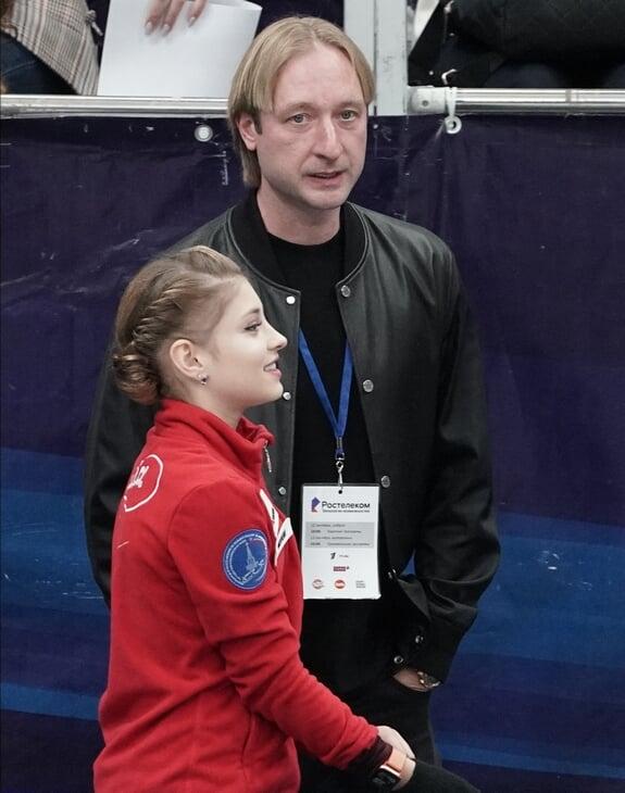 Плющенко, конечно, самовлюблен и высокомерен, но он по-прежнему качает фигурку – уже как тренер