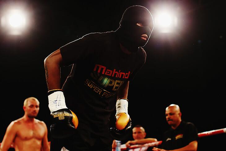 В молодости чемпион UFC Исраэль Адесанья был звездой кикбоксинга: коллекционировал нокауты, унижал соперников и выступал под флагом Китая