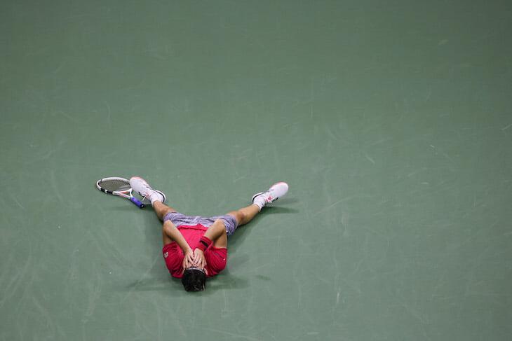 Трясущиеся руки, травма на решающем тай-брейке – и первый «Большой шлем» Доминика Тима. Он взял финал US Open с 0:2 по сетам