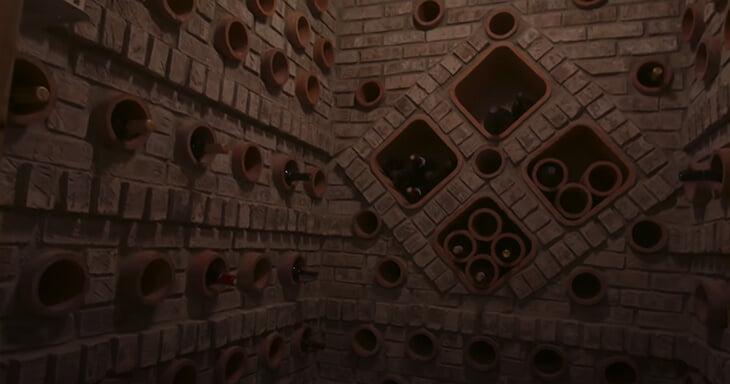 После особняка Джордана мы обязаны вам показать и дом Скотти Пиппена: шкаф с трофеями, площадка, винный погреб и Pacman
