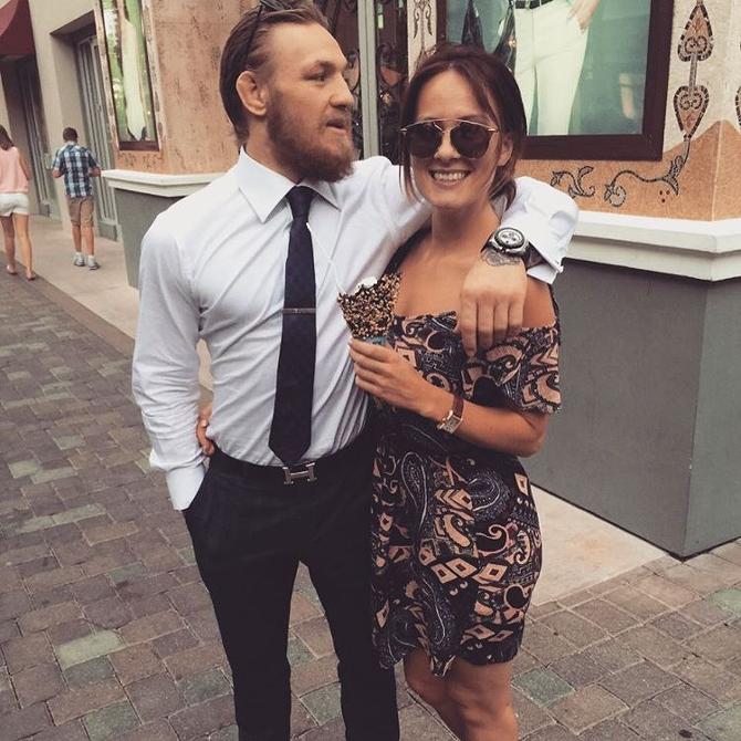 конор макгрегор и его девушка фото