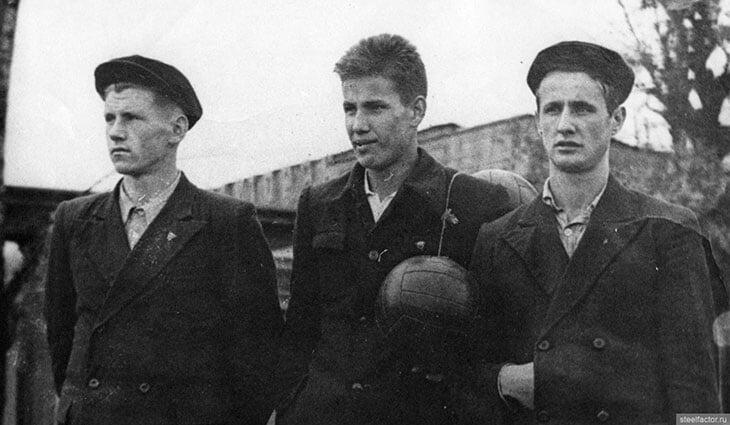 Видели молодого Ельцина – тренера по волейболу? Получил мастера спорта СССР, работал с девушками, гулял по ночам с капитаном