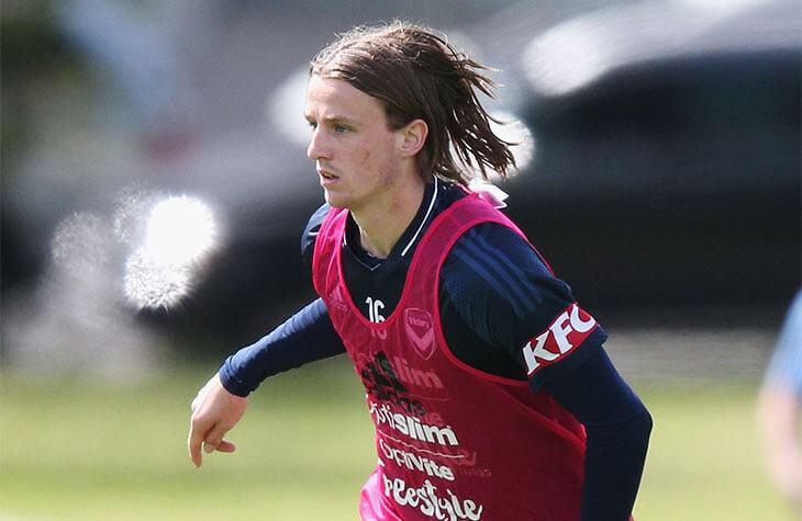 «Фанаты писали, что убьют меня, если подведу». Футболист из Австралии приостановил карьеру из-за хейта в соцсетях