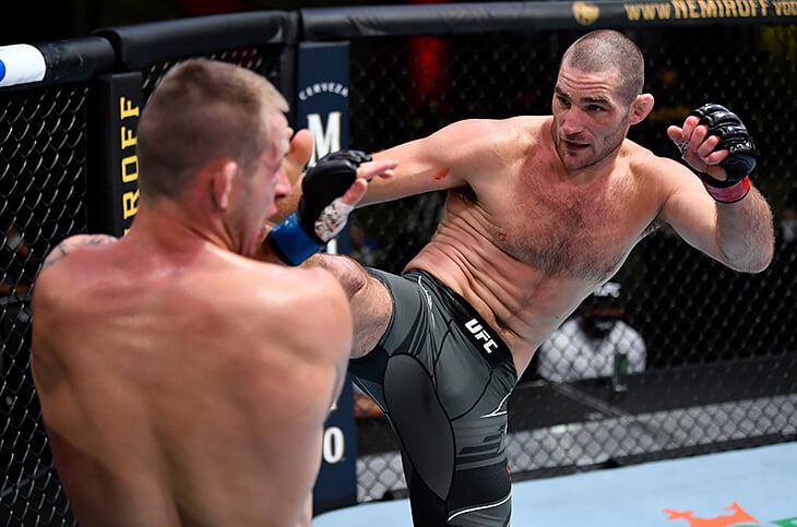 «Я люблю порнуху и драться». Боец UFC назвал себя проституткой, сравнил ММА с порнографией и призвал детей бросить школу