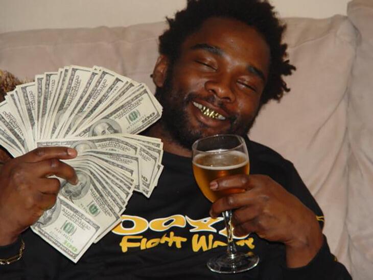 Чарльз Беннетт – сумасшедшая легенда MMA. Рвал мягкие игрушки перед боями, продавал наркотики, а сейчас поет песню, под которую выходит Хабиб