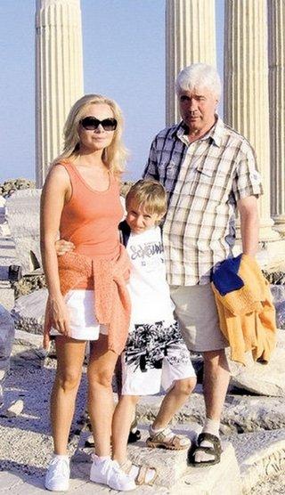 Ловчев с третьей женой Аленой и сыном Колей