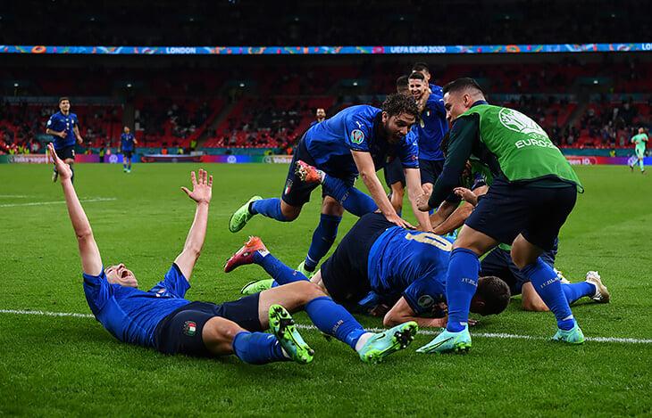 Эмоции Евро: Дания и Финляндия переживают за Эриксена, Погба танцует, а Спинаццола все понимает