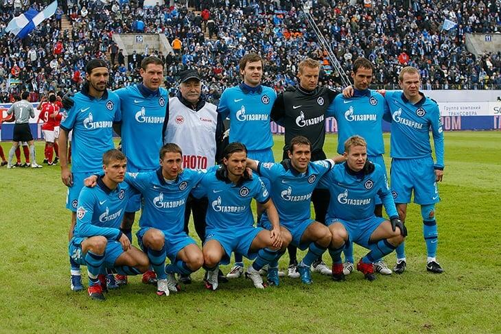 «Зенит» вышел на матч в 10 формах последних 10 лет. А на фото команды взяли фотографа-легенду Палыча