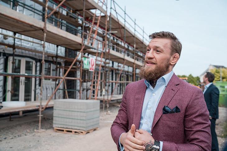 Конор занялся недвижимостью: строит дома для бедных семей в Дублине