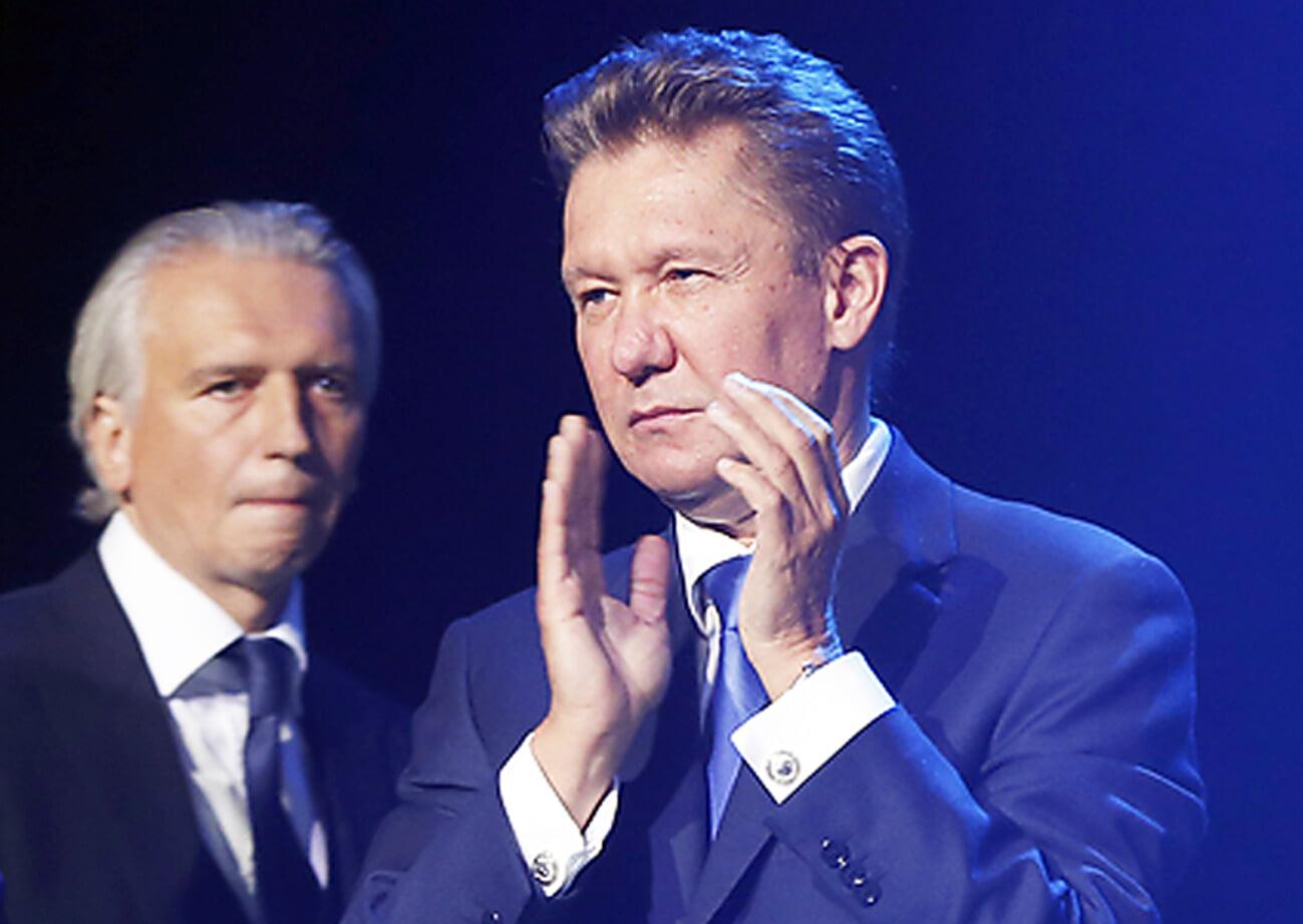 На Кубок Гагарина нанесли гравировку после победы Авангарда. Миллер и Дюков  первые фамилии