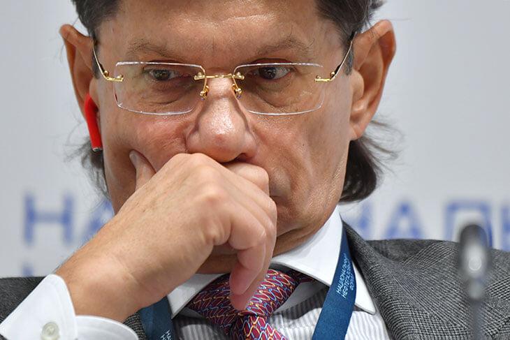 Федун на связи: топит за большой налог на легионеров, хочет продавать трансляции по 1,5 млн евро, постелет синтетику из-за реформы ЛЧ
