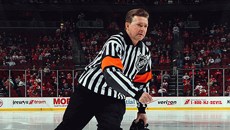 «Разберемся по-мужски на парковке после игры. Я убью тебя». Судьи НХЛ работают в аду