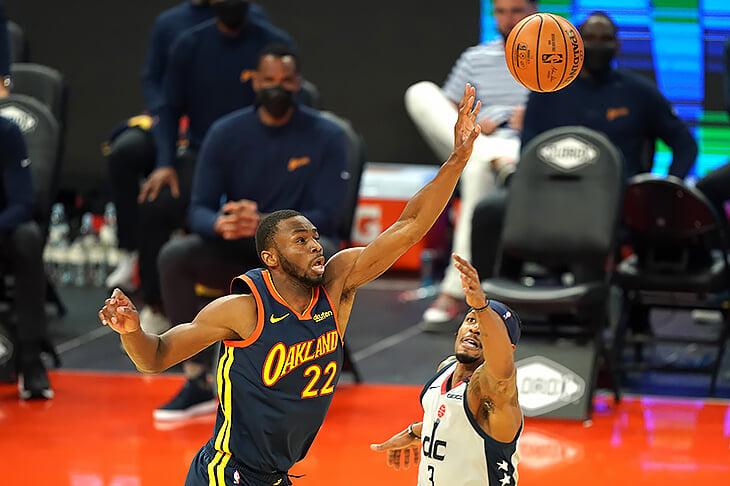 «Голден Стэйт» больше не обгоняет НБА на сотни световых лет. У них одни проблемы – с тренером, Грином, Уайзменом