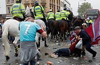 премьер-лига Англия, происшествия, болельщики, Вест Хэм, Болейн Граунд, Манчестер Юнайтед