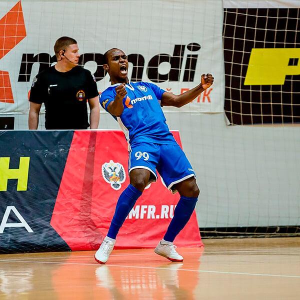 Уникальный анголец в «Уфе»: пришел из футзала, совсем не играл в большой футбол, говорит по-русски лучше наших