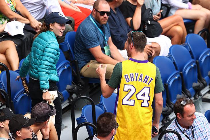 Трибьюты Кобе на Australian Open: джерси и слезы Кириоса, благодарность Джоковича и Шараповой, кроссовки Гауфф