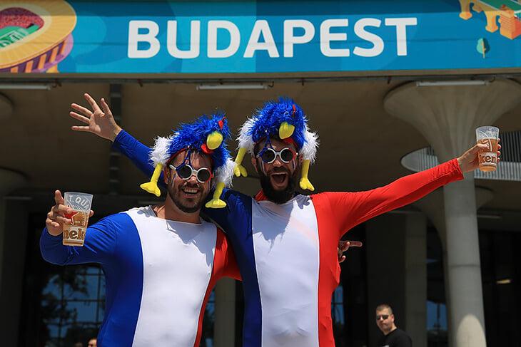 6 французских фанатов приехали в Бухарест вместо Будапешта. До стадиона добирались с украинцами, которых перепутали с венграми