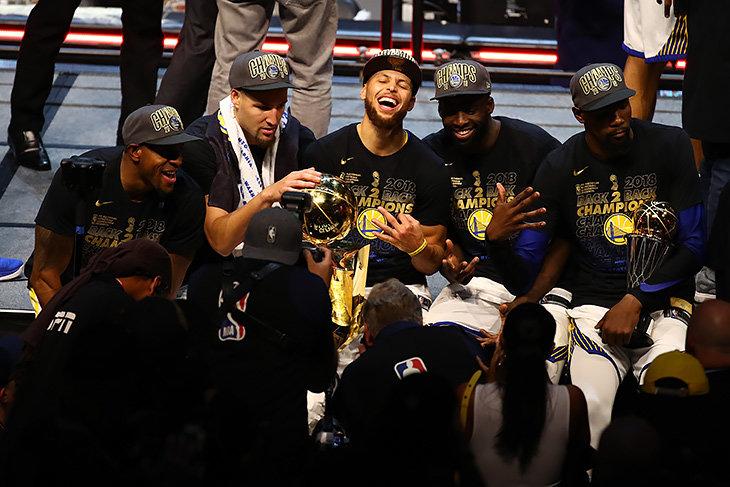 Баскетболист Казинс перейдёт в«Голден Стэйт», Рондо подписал договор с«Лейкерс»