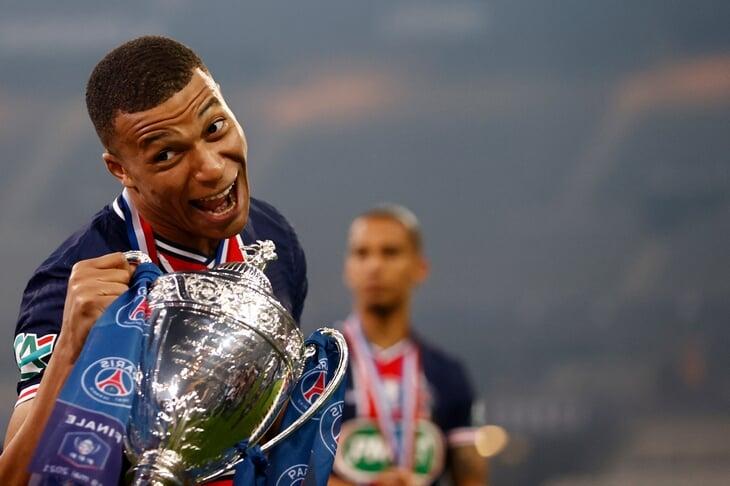 Мбаппе выиграл с «ПСЖ» Кубок Франции – поучаствовал в обоих голах. Но потом в интервью не ответил на вопрос, останется ли