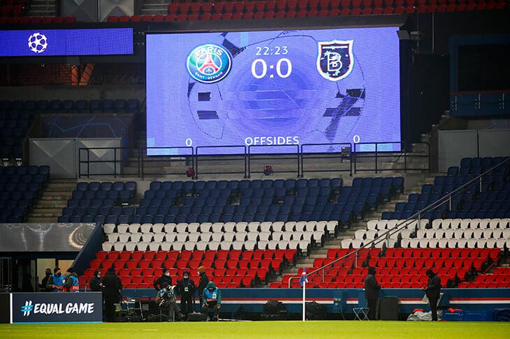 «ПСЖ» и «Истанбул» прекратили матч из-за расистских слов судьи. УЕФА предлагал компромиссы, но команды так и не вышли
