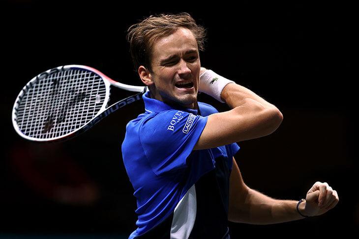 Медведев проиграл канадцу, который по ходу матчей пьет кленовый сироп