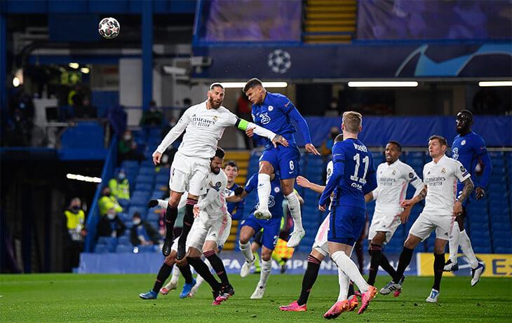 Суицидальная схема Зидана с одним центральным защитником при розыгрышах провалилась. «Челси» разорвал «Реал» в быстрых атаках