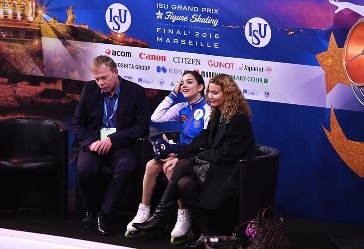«На нее накинулись как на живое мясо». Тарасова болела за Медведеву на Олимпиаде, поддержала ее разрыв с Тутберидзе, а теперь еще и тренирует