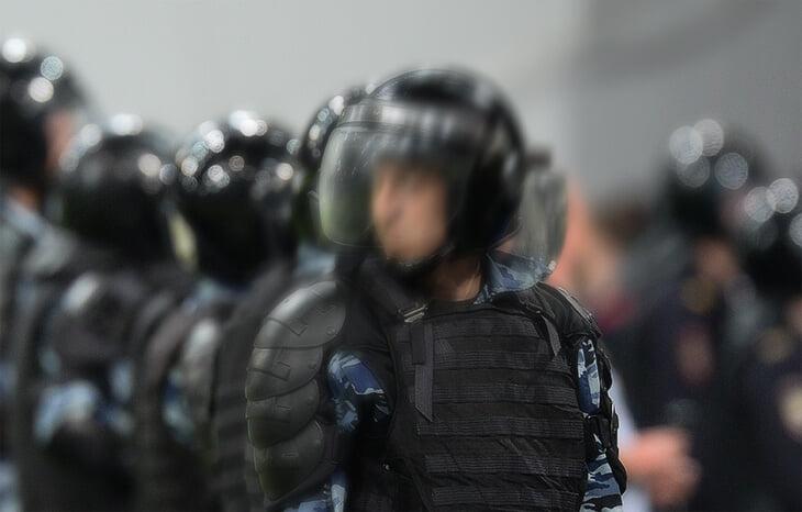 Беспредел с фанатами «Локо» в Питере: не выпускали со стадиона, ОМОН запихивал людей в автобусы, на дистанцию полиция забила