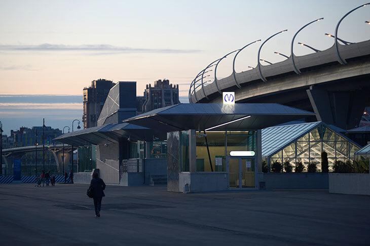 Станция «Зенит» у стадиона – боль. Потратили 23 млрд, закрыли на полтора года из-за 700 нарушений, из-за нее не построили метро в спальном районе