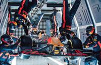 Видели, как механики «Ред Булл» проводят пит-стоп в невесомости? Оказалось, это переодетые инструкторы Роскосмоса