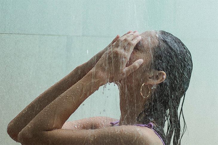 Как ухаживать за кожей? Вредно ли загорать? Как лечить прыщи, перхоть и псориаз?