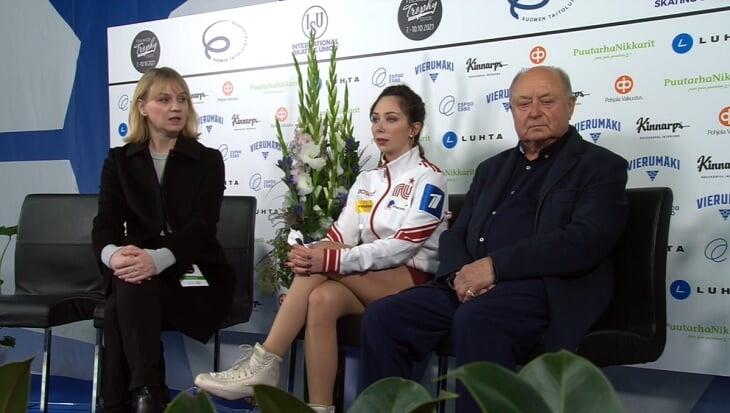 «Я в шоке!» Туктамышева ярко отпраздновала личный рекорд: руки вверх, губы трубочкой, поцелуй с тренером