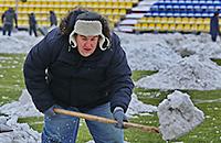 Болельщики вышли очищать поле перед матчем «Луч-Энергия» – «Кубань»