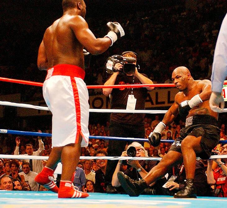 Харитонов за полтора раунда нокаутировал 47-летнего британца. Когда-то Уильямс бил Тайсона, но этот бой – 🤦🏻♂️
