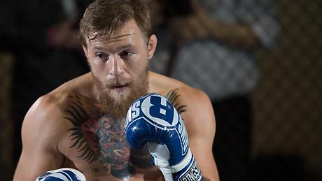 Конор МакГрегор дает уроки бокса