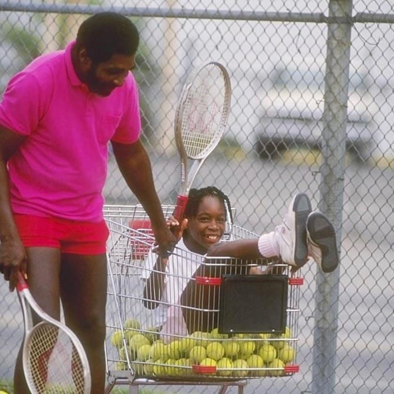 Отец сестер Уильямс грабил белых из мести за расизм и воевал с Ку-клукс-кланом. А Серену с Винус родил теннисистками из-за денег