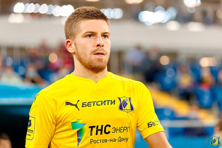 Интервью с любимчиком Карпина: Данил Глебов играл с любителями в Дагестане, красил бороду в желто-синий, перед матчами слушает «Любэ»