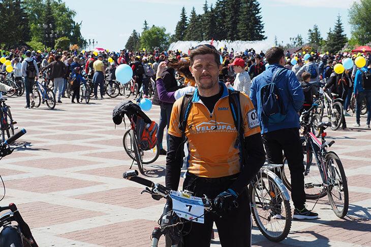 Слесарь из Уфы проехал 2500 км на велосипеде и засветился в выпуске Дудя. Теперь он звезда: прохожие просят о фото, приглашают в гости в Америку и в Аргентину