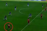 Игроки «Ливерпуля» и «Эвертона» встали на колено после стартового свистка, а Манезабыл и побежал в атаку
