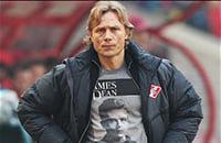Любимая футболка Карпина – D&G с актером Джеймсом Дином. Он носит такие еще со времен «Спартака»